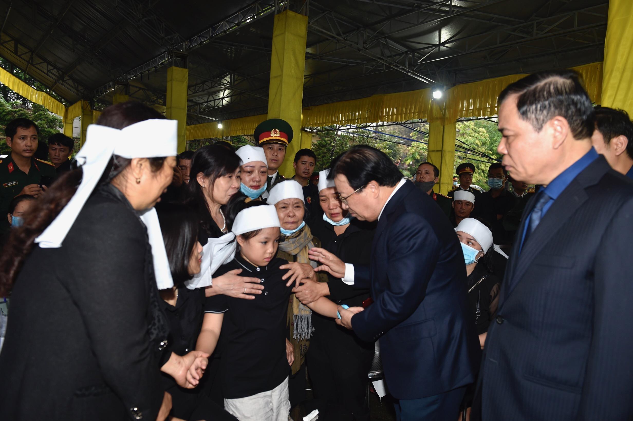 Phó Thủ tướng Trịnh Đình Dũng viếng 13 liệt sĩ hy sinh ở Rào Trăng - Ảnh 10