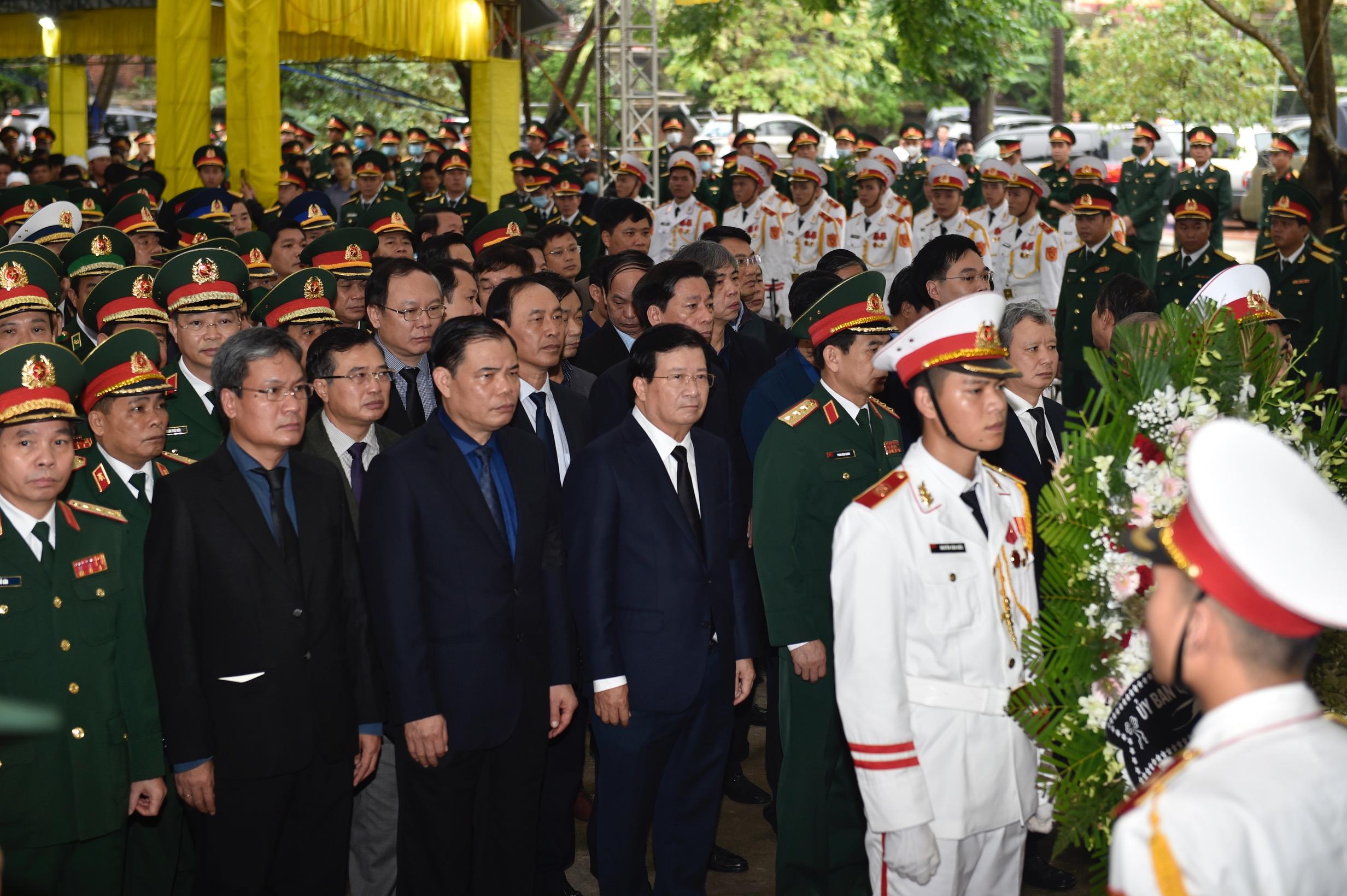 Phó Thủ tướng Trịnh Đình Dũng viếng 13 liệt sĩ hy sinh ở Rào Trăng - Ảnh 3