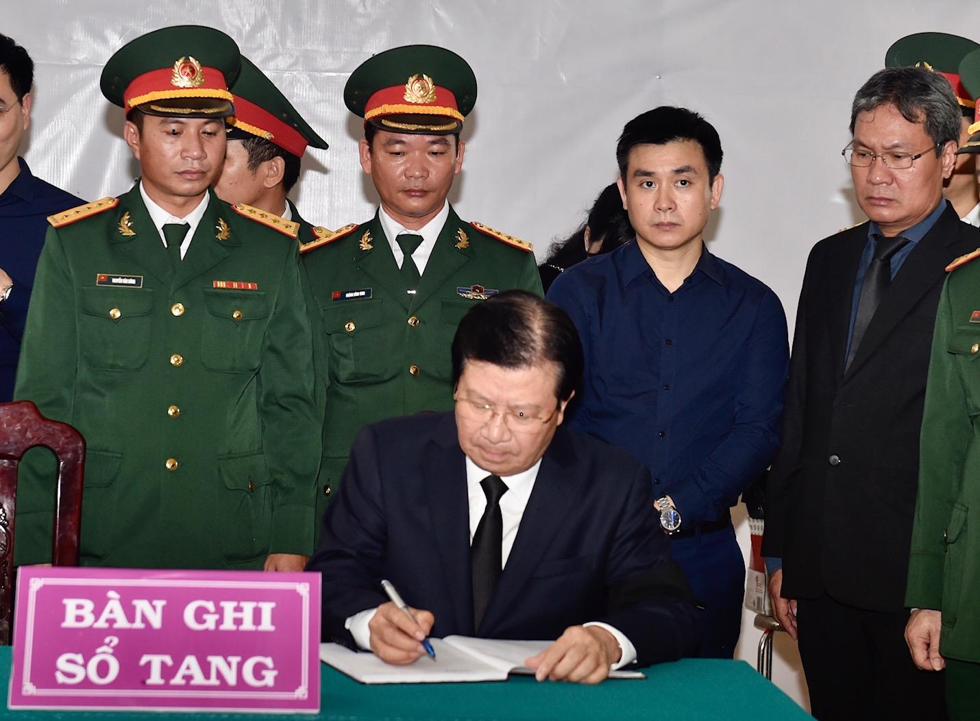Phó Thủ tướng Trịnh Đình Dũng viếng 13 liệt sĩ hy sinh ở Rào Trăng - Ảnh 9