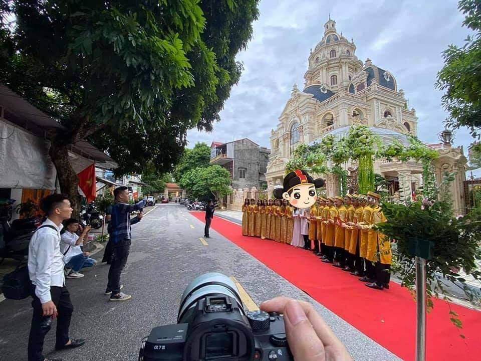 """""""Siêu đám cưới"""" ở Tuyên Quang: Đón dâu bằng Rolls Royce tứ quý 8, lâu đài siêu """"khủng"""" - Ảnh 2"""