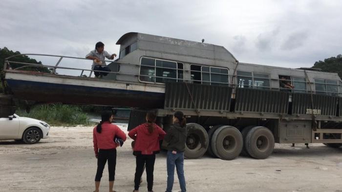 Ông chủ ở Yên Bái mang tàu 3,5 tấn vào Hà Tĩnh cứu trợ bà con vùng lũ - Ảnh 1