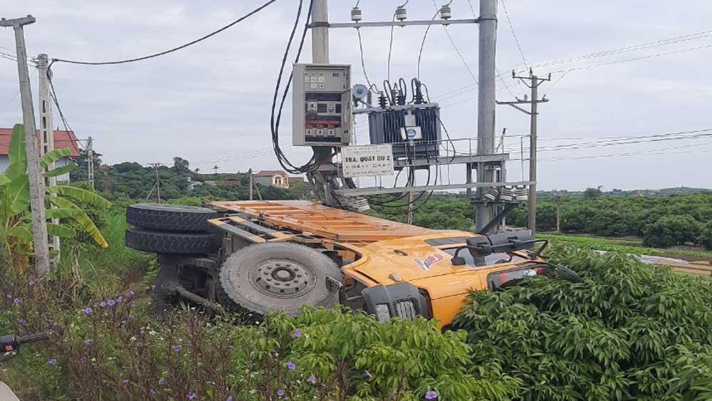 Tin tai nạn giao thông mới nhất ngày 22/10/2020: Chạy xe tốc độ cao lao vào gốc cây, 2 cô gái thương vong - Ảnh 2