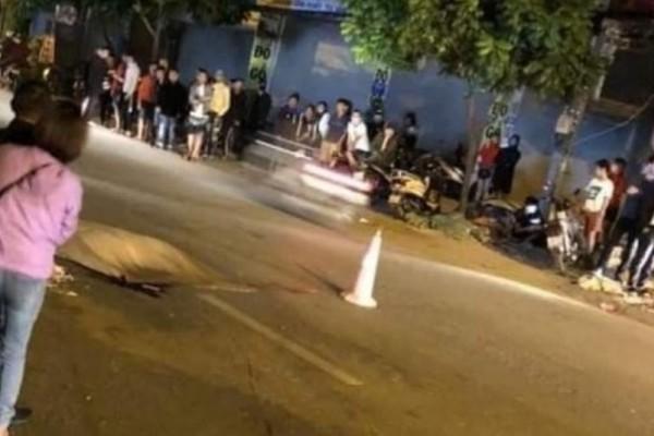Hà Nội: Bốc đầu xe máy trong đêm, thanh niên ngồi sau bắn ra đường bị ô tô cán tử vong - Ảnh 1