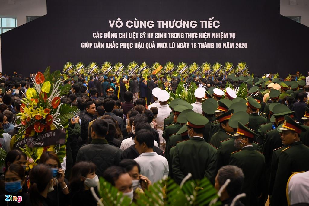 Hàng nghìn người viếng 22 quân nhân Đoàn 337 hy sinh trong trận sạt lở ở Quảng Trị - Ảnh 3