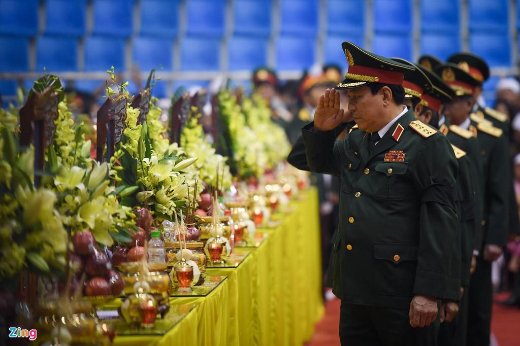Hàng nghìn người viếng 22 quân nhân Đoàn 337 hy sinh trong trận sạt lở ở Quảng Trị - Ảnh 7