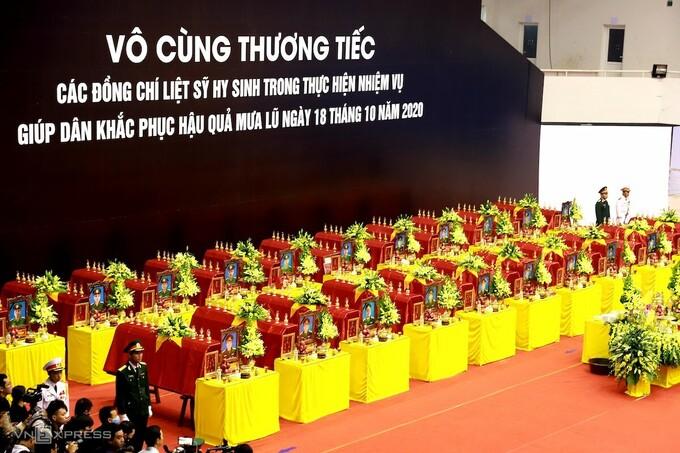 Hàng nghìn người viếng 22 quân nhân Đoàn 337 hy sinh trong trận sạt lở ở Quảng Trị - Ảnh 4