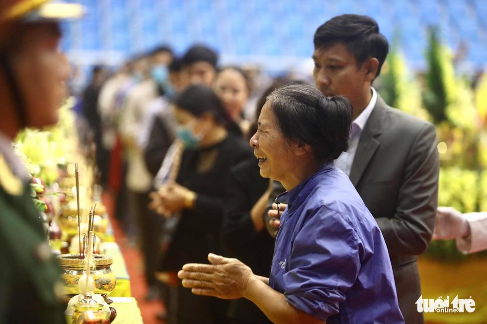 Hàng nghìn người viếng 22 quân nhân Đoàn 337 hy sinh trong trận sạt lở ở Quảng Trị - Ảnh 11