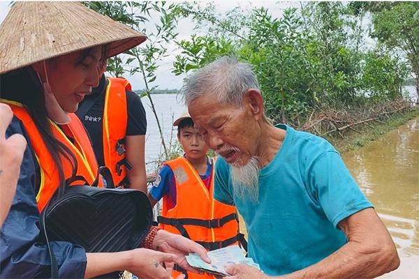 Vụ ca sĩ Thủy Tiên kêu gọi từ thiện miền Trung: Chủ tịch Hội Chữ thập đỏ Việt Nam nói gì? - Ảnh 2