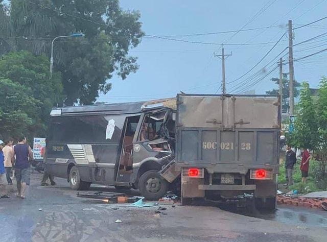 Tin tai nạn giao thông mới nhất ngày 27/10/2020: Xe tải đối đầu ô tô khách, tài xế tử vong trong cabin - Ảnh 1