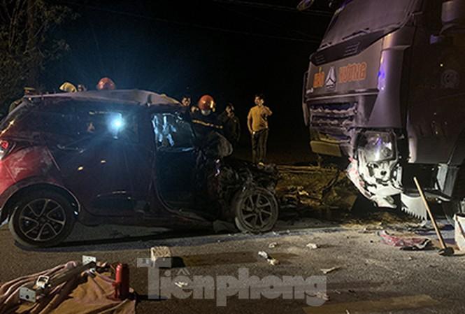 Tin tai nạn giao thông mới nhất ngày 29/10/2020: Ô tô con đấu đầu xe tải, 2 người tử vong - Ảnh 1