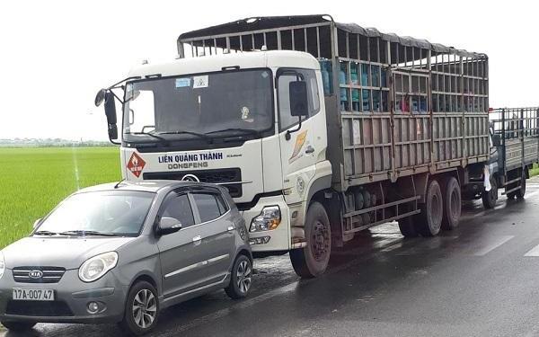 Tin tai nạn giao thông mới nhất ngày 29/10/2020: Ô tô con đấu đầu xe tải, 2 người tử vong - Ảnh 2