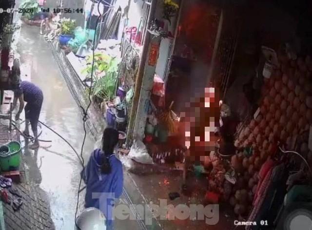 Kinh hãi phát hiện người đàn ông bốc cháy dữ dội sau tiếng la hét thất thanh - Ảnh 1