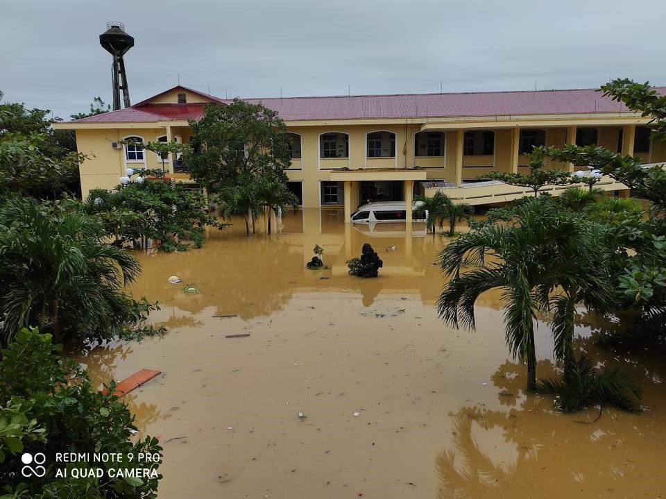 Bộ Y tế cử 7 tổ công tác đến miền Trung khắc phục hậu quả thiên tai - Ảnh 1