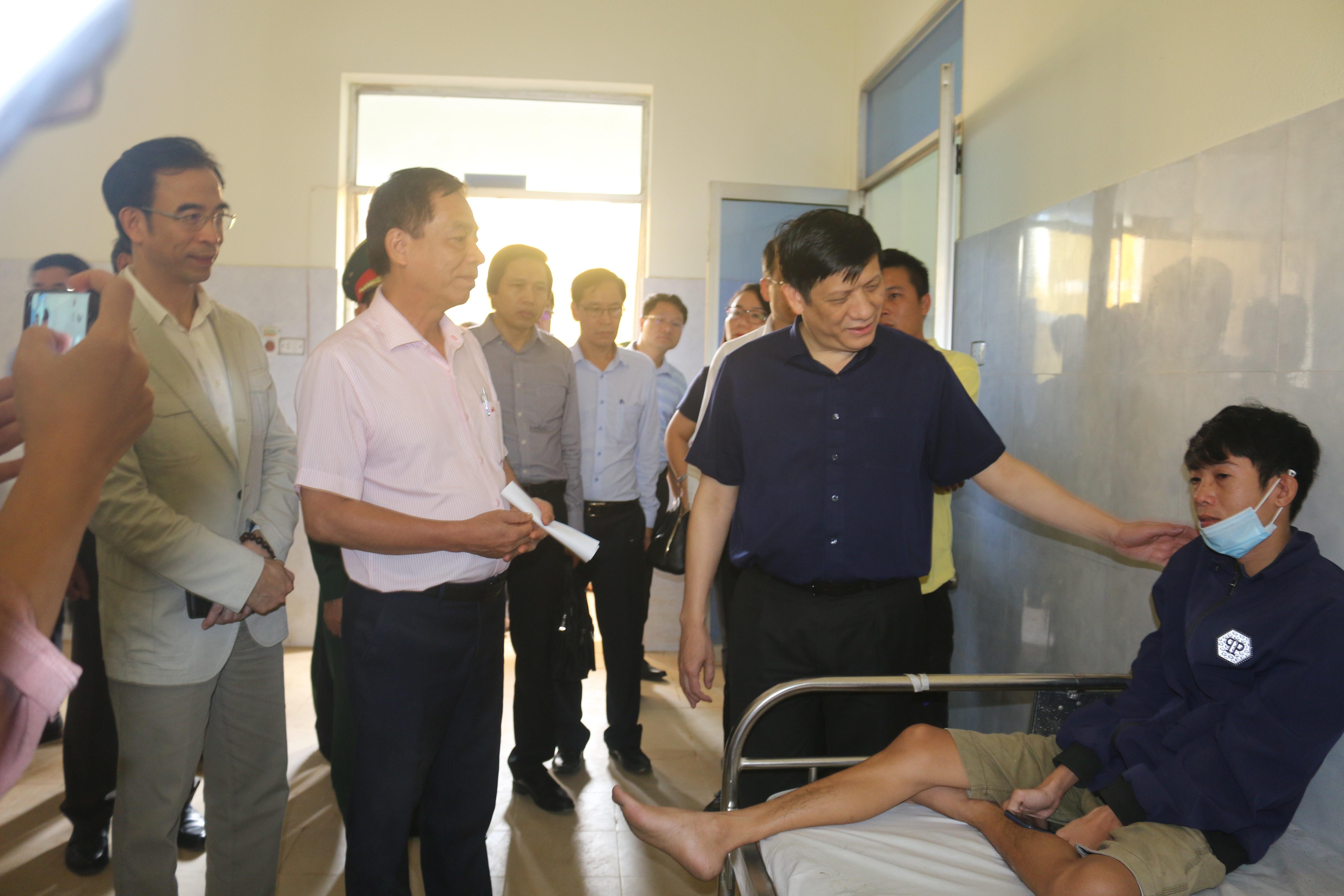 Bộ Y tế cử 7 tổ công tác đến miền Trung khắc phục hậu quả thiên tai - Ảnh 2