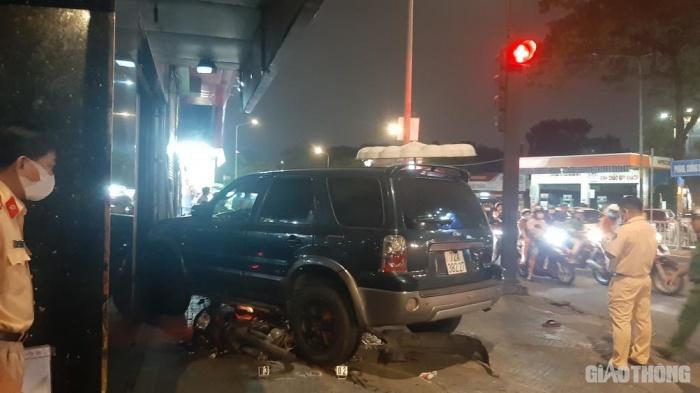 Tin tai nạn giao thông ngày 12/11: Ô tô tông loạt xe máy, nhiều người nằm la liệt trên đường - Ảnh 1