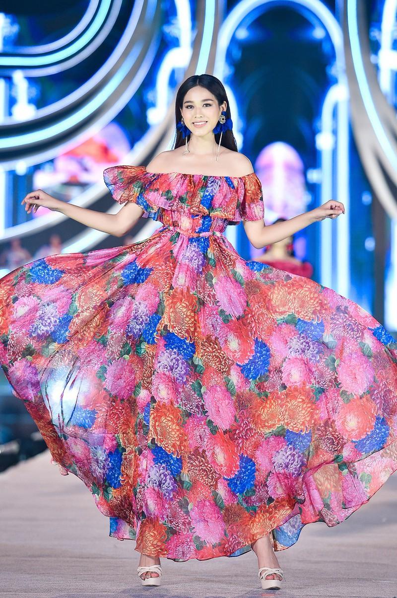 """Ngắm nhan sắc mỹ nữ có đôi chân dài 1,11m gây """"sốt"""" ở Hoa hậu Việt Nam 2020 - Ảnh 6"""