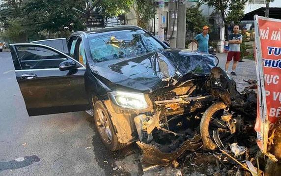 Tin tức giao thông ngày 21/11/2020: Diễn biến mới vụ nữ tiếp viên hàng không bị xế Mercedes tông - Ảnh 1