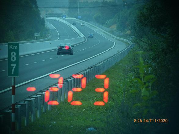 Tài xế ô tô BMW chạy tốc độ 223 km/h trên cao tốc: Vội đi ăn cưới và thấy đường đẹp - Ảnh 1
