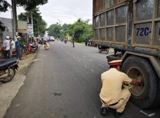 Tin tức tai nạn giao thông ngày 27/11: 2 nữ sinh lớp 10 tử vong thương tâm trên đường đến trường - Ảnh 1