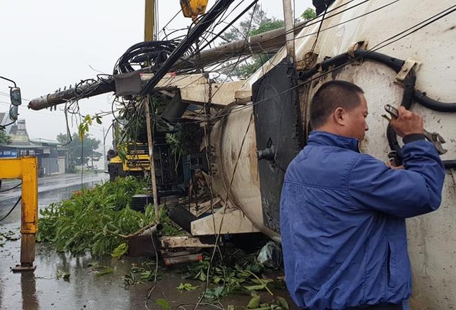 Tin tức tai nạn giao thông ngày 30/11: Ô tô tông xe máy ở Thái Nguyên, bé trai văng lên nóc nhà - Ảnh 2