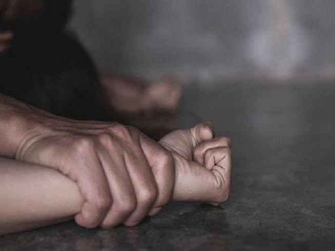 Vượt hơn 200 km để gặp bạn trai quen qua mạng, bé gái 12 tuổi bị xâm hại - Ảnh 1