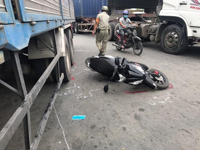 Tin tai nạn giao thông mới nhất ngày 10/11: 2 vợ chồng thương vong sau tai nạn ở TP HCM - Ảnh 1