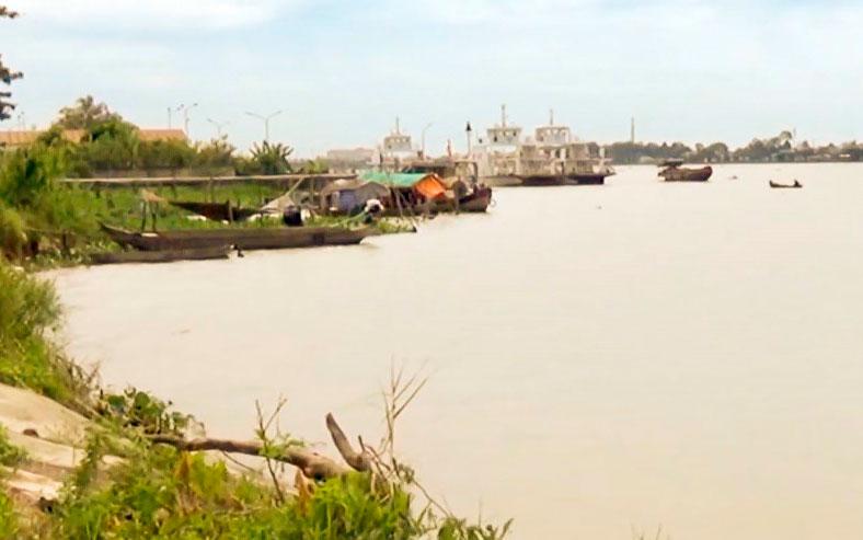Vụ nam sinh lớp 11 mất tích, giấy tờ thấy trên cầu: Thi thể nạn nhân nổi trên sông - Ảnh 1