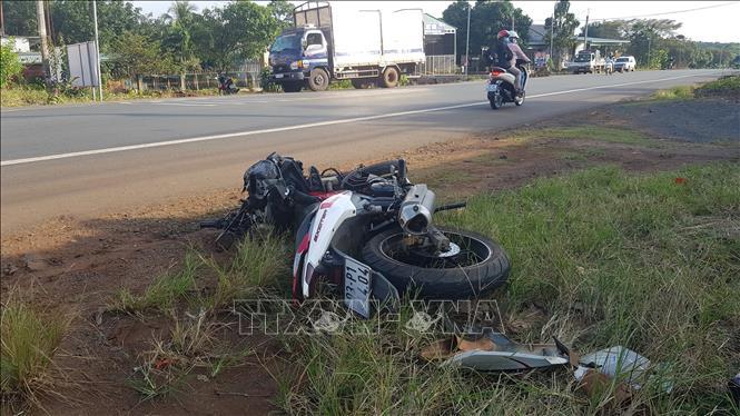 Tin tai nạn giao thông ngày 14/12/2020: Xe máy đâm đuôi ô tô tải, 1 người tử vong - Ảnh 1
