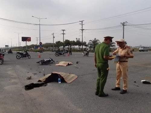 Tin tai nạn giao thông ngày 14/12/2020: Xe máy đâm đuôi ô tô tải, 1 người tử vong - Ảnh 2