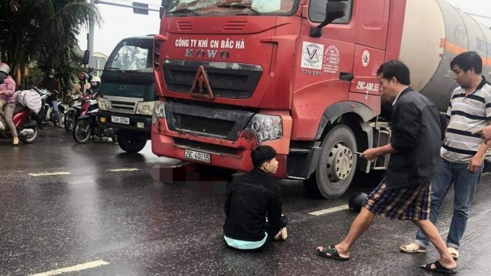 Tin tai nạn giao thông ngày 15/12: Cô gái tử vong dưới gầm xe đầu kéo - Ảnh 1