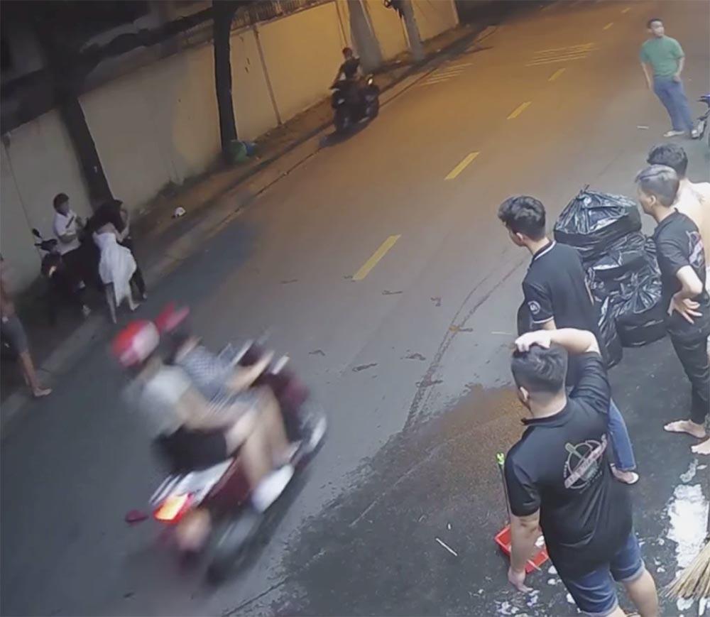 Vụ clip thanh niên đánh túi bụi mặt cô gái ở TP HCM: Nhân chứng nói gì? - Ảnh 1