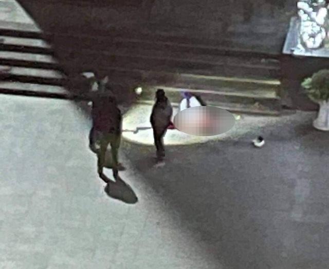 Phát hiện thi thể nam thanh niên dưới sân chung cư sau tiếng động lớn - Ảnh 1