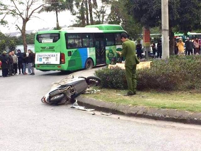 Tin tai nạn giao thông ngày 18/12/2020: Va chạm với xe buýt, thanh niên 19 tuổi tử vong - Ảnh 1