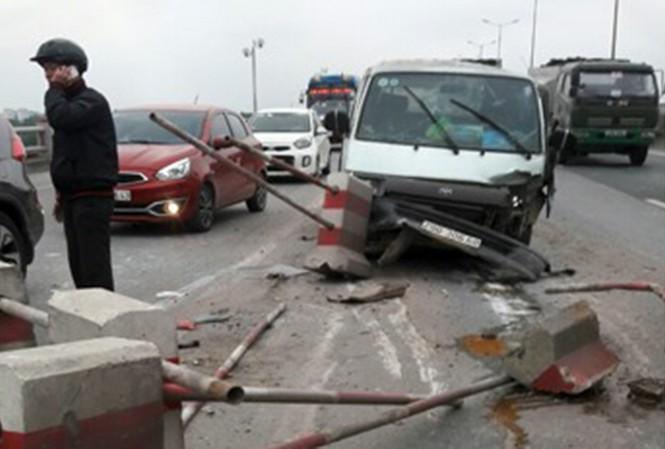 Tin tai nạn giao thông ngày 18/12/2020: Va chạm với xe buýt, thanh niên 19 tuổi tử vong - Ảnh 2