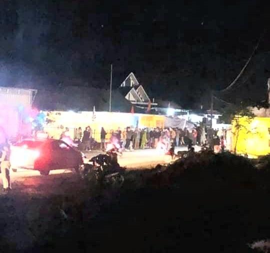 Tin tai nạn giao thông ngày 23/12: Xe máy đâm bay rào chắn đám tang, 1 người chết - Ảnh 1