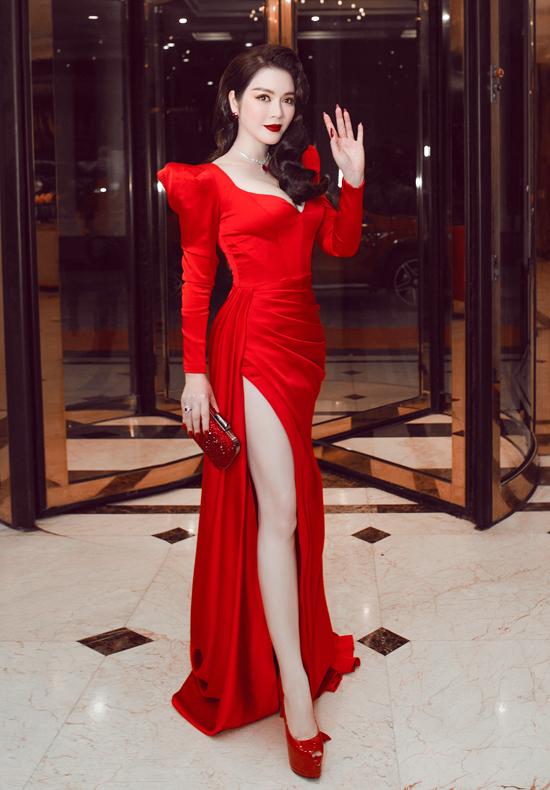 Lý Nhã Kỳ mặc sexy, đeo trang sức 5 tỷ đồng đi chấm thi hoa hậu - Ảnh 1