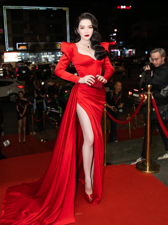 Lý Nhã Kỳ mặc sexy, đeo trang sức 5 tỷ đồng đi chấm thi hoa hậu - Ảnh 2