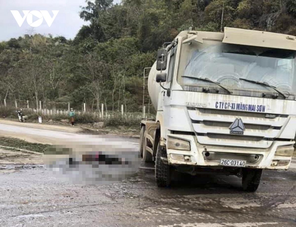 Tin tai nạn giao thông ngày 31/12: Xe tải tông nhiều ô tô và xe máy, 2 cô gái tử vong - Ảnh 2