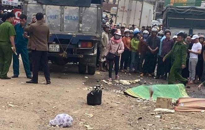 Tin tai nạn giao thông ngày 31/12: Xe tải tông nhiều ô tô và xe máy, 2 cô gái tử vong - Ảnh 1