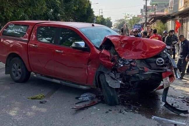 Tin tai nạn giao thông ngày 1/1/2021: Xe bán tải tông liên hoàn, 1 người chết - Ảnh 1