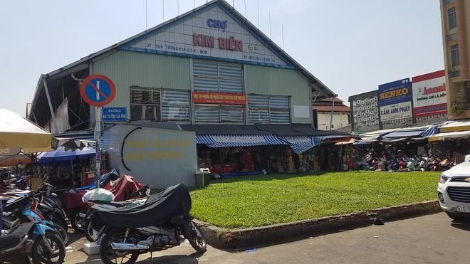 Vụ nữ Trưởng ban quản lý chợ bị đâm chết: Nghi phạm Nguyễn Văn Tèo Em khai gì? - Ảnh 1
