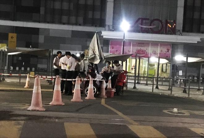 Clip hỗn chiến ở Aeon Tân Phú: 3 người bán hàng đa cấp bị mời lên làm việc là ai? - Ảnh 1