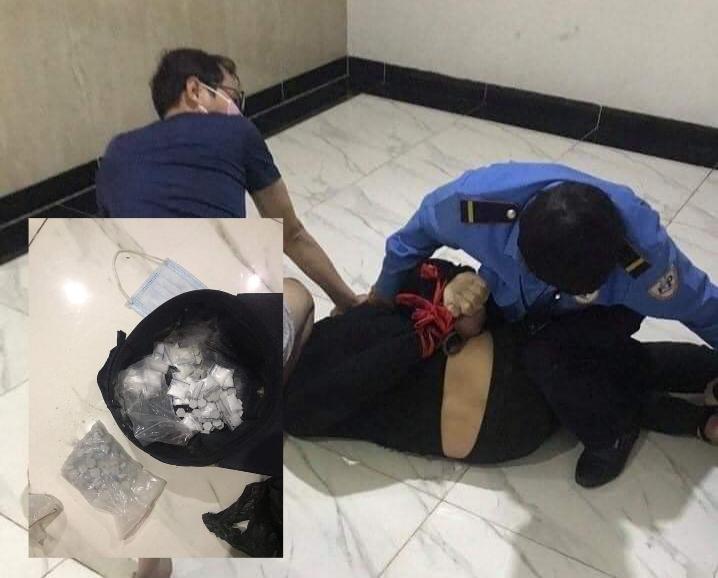 Cảnh sát hóa trang quật ngã thanh niên mang 32 túi ma túy tại chung cư - Ảnh 1