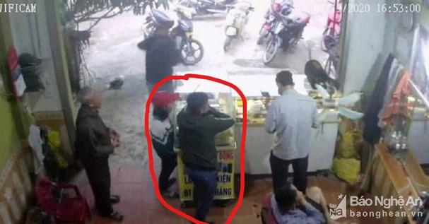 """Thông tin bất ngờ vụ nữ sinh lớp 8 ở Nghệ An """"mất tích"""" cùng người đàn ông lạ - Ảnh 1"""