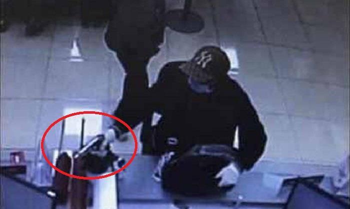 Vụ bịt mặt, cướp ngân hàng ở Hà Nội: Nghi phạm đầu thú ở Quảng Ninh - Ảnh 1