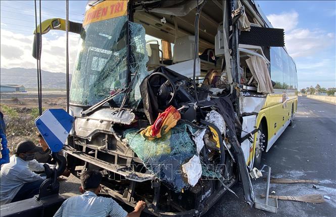 Tin tai nạn giao thông mới nhất ngày 3/5/2020: Mô tô va chạm xe khách trên quốc lộ, 1 người tử vong - Ảnh 1