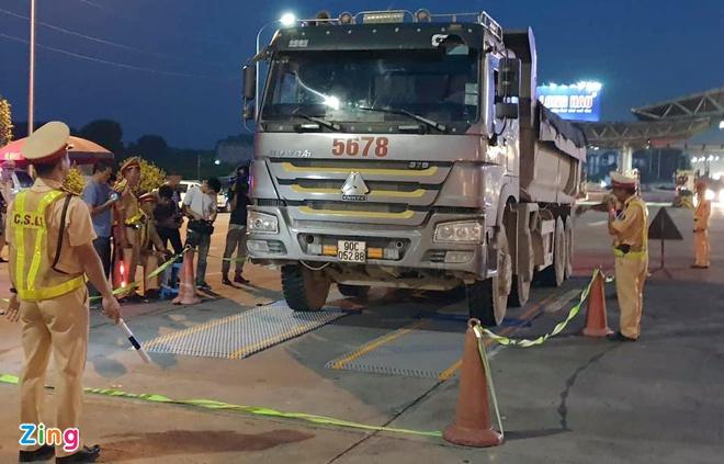 5 cán bộ thanh tra giao thông bảo kê logo ''xe vua'' ở Hà Nội bị truy tố - Ảnh 1