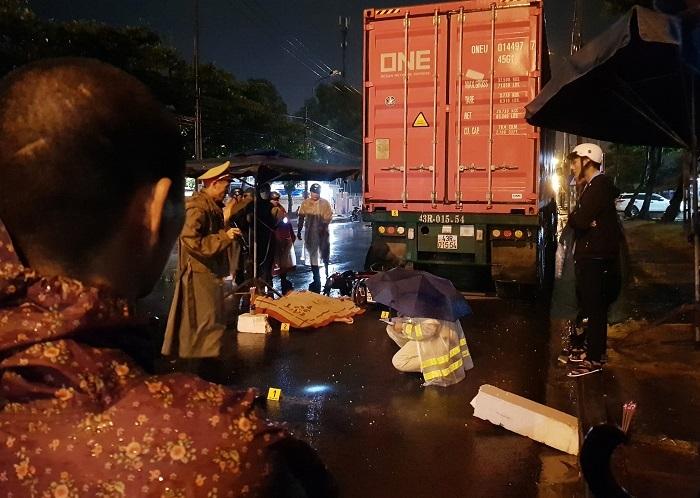 Tin tai nạn giao thông mới nhất ngày 29/5/2020: Xe máy tông đuôi container, nam bảo vệ tử vong - Ảnh 1