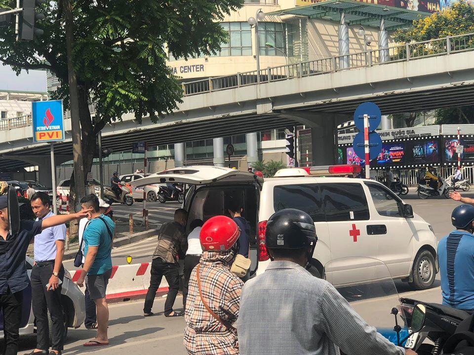 Tin tai nạn giao thông mới nhất ngày 30/5/2020: Tài xế taxi gục chết trên vô lăng giữa ngã tư ở Hà Nội - Ảnh 1