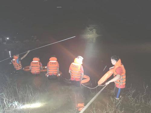 Tìm thấy thi thể 2 chú cháu bị đuối nước khi đi đánh cá - Ảnh 1